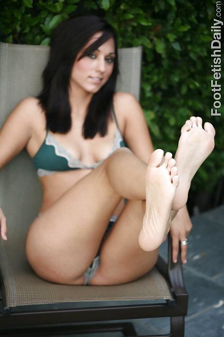 Bare foot voyeur