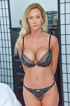 Janelle Lynn