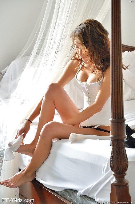 Nackt  Kara Gibson Kara Cooney